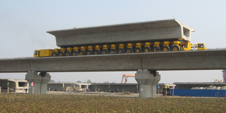 900 tonne self-propelled trailer with precast concrete bridge beam